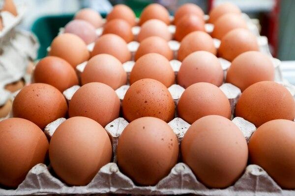 El costo de los huevos bajó un 4,96% en marzo respecto a febrero. Venta de huevos en el Mercado Central. Foto: Luis Navarro