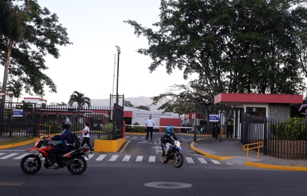 El Ceaco está a su máxima capacidad. La CCSS también abrió ahí Cuidados Intensivos para pacientes críticos debido a la saturación de esos servicios en otros hospitales. Foto: Alonso Tenorio