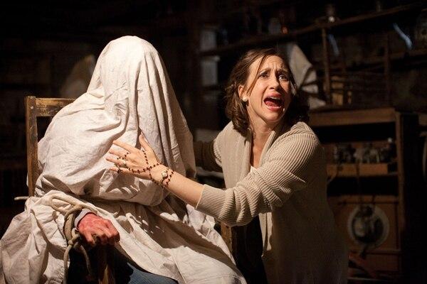 Terror en la pantalla. No hay duda deque la muy buena actuación de Vera Farmiga ayuda a crear el clima de suspenso y terror en una película que le devuelve fe al género fantástico. DISCINE PARA LA NACIÓN.