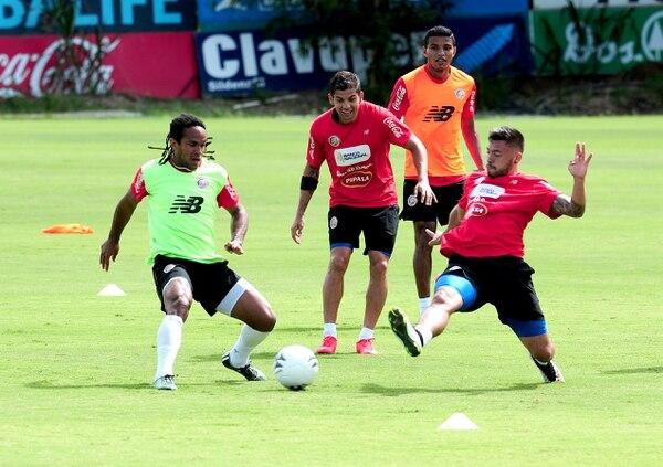 Jonathan McDonald, Cristian Gamboa, Johan Venegas y David Ramírez en una práctica de la Selección en junio de 2015. Fotografía: John Durán
