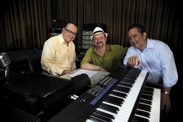 El compositor Otto Vargas (izquierda), el saxofonista Cheko Dávila y el pianista Frank Zapata, tres de los protagonistas del disco Jazz Mar, compartieron un rato en el estudio MAR Music, en San Francisco de Dos Ríos. Mayela LópezCómplices.