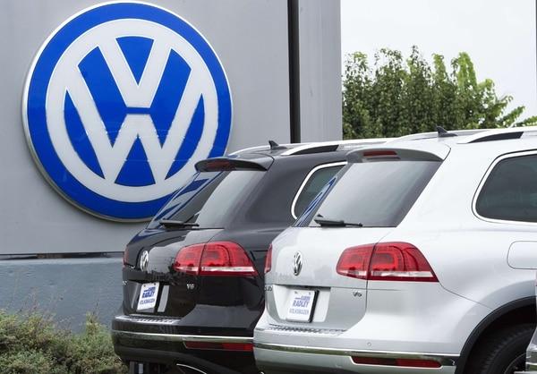 Por el tema de los motores trucados, Volkswagen deberá pagar $15.000 millones para indemnizar a los dueños en Estados Unidos. Otras empresas sufrieron sanciones, como Deutsche Bank.   AFP/ARCHIVO