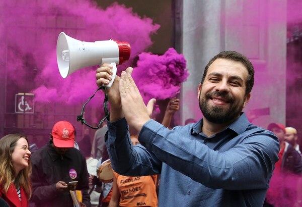 Guilherme Boulos, aspirante presidencial del Partido del Socialismo y la Libertad, participó este jueves 16 de agosto del 2018 en un mitin en Sao Paulo, Brasil.