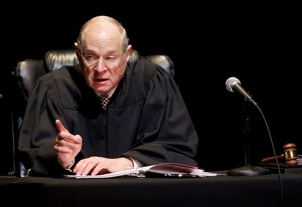 El juez Anthony Kennedy presidió el 31 de julio del 2011 una audiencia en la Corte Suprema donde se analizó la representación de 'El juicio de Hamlet' en el Centro Shakespeare de Los Angeles, California.