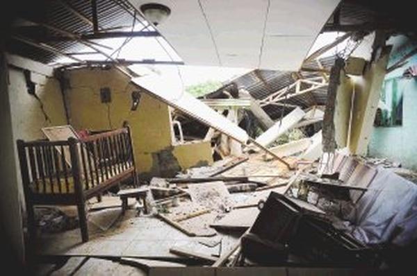 En Rincón de Alpízar, de Valverde Vega, las viviendas de algunas familias, como la de Élida Murillo, tuvieron daños considerables. | ABELARDO FONSECA.