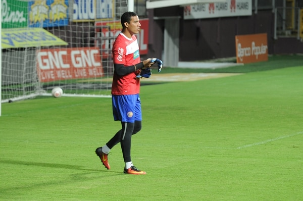 Esteban Alvarado se perfila para ser titular ante Panamá