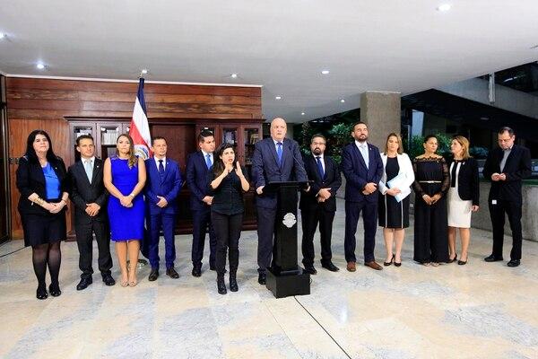 El presidente Carlos Alvarado se reunió esta noche con Fabricio Alvarado y los diputados independientes que ahora forman parte del partido Nueva República. Foto: Rafael Pacheco