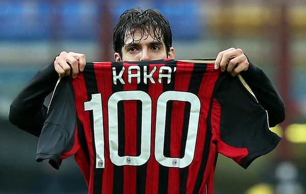 Kaká celebró este lunes su gol 100 con el Milan, en partido ante el Atalanta, por la Serie A de Italia.