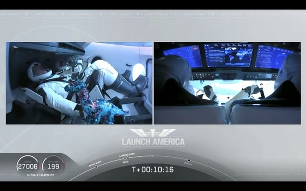 Captura de pantalla de la transmisión oficial de la NASA del lanzamiento tripulado del cohete espacial privado de Space X.