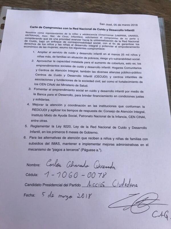 Esta es la carta de compromiso que suscribió el candidato del PAC, Carlos Alvarado, con las asociaciones privadas que forman parte de la Red de Cuido. Foto: Cortesía