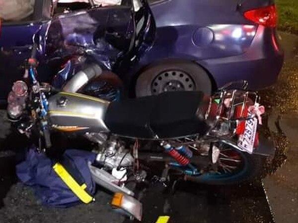 El conductor de una motocicleta también resultó afectado tras el accidente en Circunvalación y debió ser llevado al Hospital San Juan de Dios. Foto cortesía.