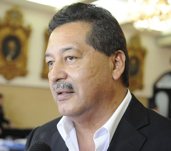 El diputado Víctor Morales Zapata repitió la versión de Paola Mora, de que el encuentro entre ambos no fue planificado para conversar sobre el caso del cemento chino. Morales afirmó que nunca intercedió ante ningún banco para que el cementero Bolaños recibieran un crédito.