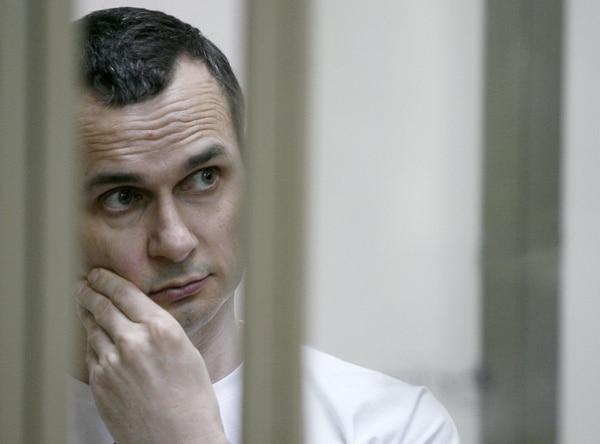 El director de cine ucraniano Oleg Sentsov durante una audiencia en un tribunal militar en la ciudad de Rostov-on-Don. Foto: AFP