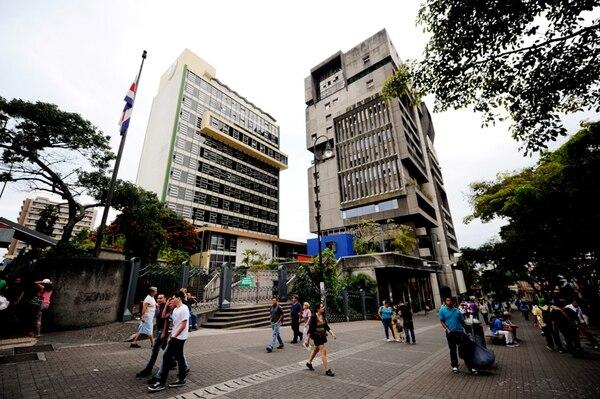 Este es el edificio de la Caja Costarricense de Seguro Social ubicado en San José centro. | MARCELA BERTOZZI