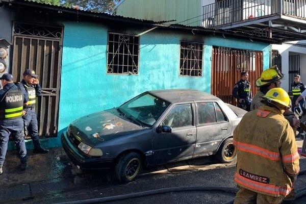 El 30 de enero anterior, dos niños y una mujer murieron durante un incendio en barrio San José de Alajuela. Bomberos solicitó extremar medidas de precaución para evitar tragedias similares. Fotografía: Bomberos de Costa Rica.