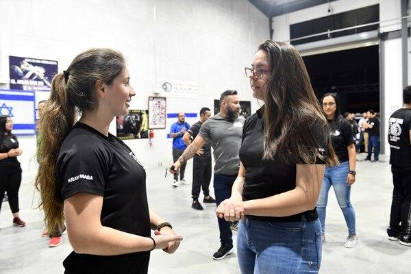 Melania Artiñano y Natalia López practican el Krav Maga desde hace varios años. A ambas les ha tocado aplicar el método en singulares situaciones de peligro.Foto de Jorge Castillo