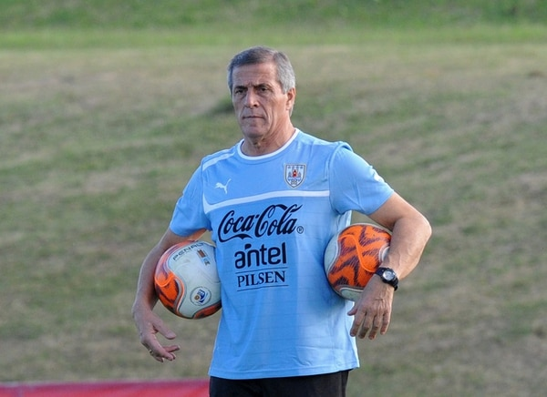 Óscar Washington Tabárez ya se enfrentó a Costa Rica hace cuatro años, con motivo del repechaje rumbo al Mundial de Sudáfrica 2014.   ARCHIVO