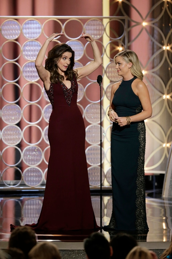 Las colegas y amigas Tina Fey y Amy Pohler tienen una larga relación profesional que se remonta a Saturday Night Live, y han seguido en proyectos conjuntos. | AP