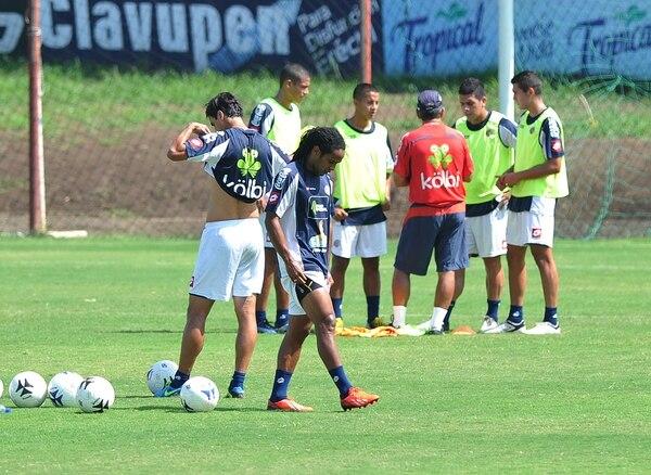 Jonathan McDonald se entrena hoy lunes con Selección Nacional con miras al fogueo del miércoles contra República Dominicana.