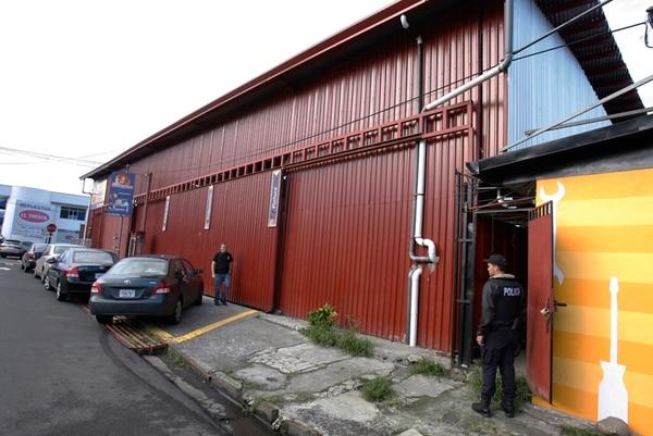 Las autoridades judiciales también allanaron un taller ubicado 100 metros al sur de la estación de Bomberos de Heredia.   WÍLBERTH HERNÁNDEZ