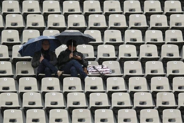 La lluvia atrasó el inicio de la jornada de Roland Garros.