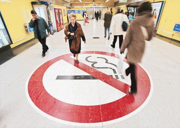 La mayor parte de los países en el continente americano ya tienen leyes que prohíben el fumado en sitios públicos. Sin embargo, el reto principal está en que la implementación de las leyes se cumplan. | ARCHIVO