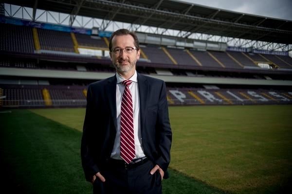 Juan Carlos Rojas, presidente de la S, en el estadio Ricardo Saprissa.