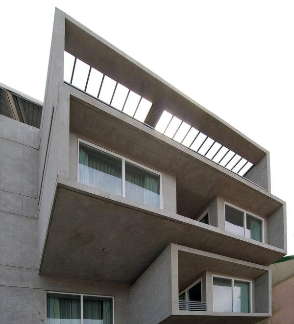 El Hotel Isla Verde (en Pavas) se diseñó con estrategias pasivas, de manera que se redujera el uso del aire acondicionado, para ahorrar costos y garantizar la eficiencia.