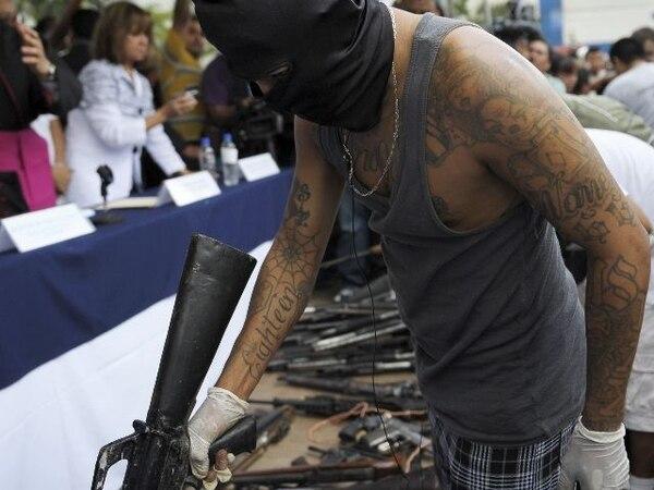 La violencia producto de las pandillas ha expulsado a miles de salvadoreños del país. | AFP