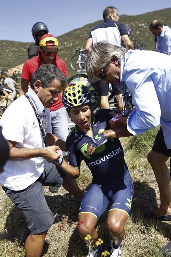 Nairo Quintana se vio inmiscuido ayer en una caída masiva y con mucho pesar tuvo que retirarse de la Vuelta a España.   EFE