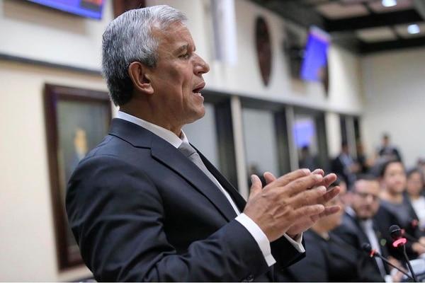 Víctor Morales Mora, ministro de la Presidencia. En la foto, desde su curul como diputado del PAC, cargo que todavía ostenta. Foto: Rafael Pacheco