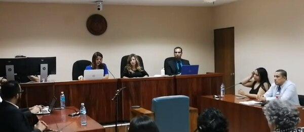 La sentencia la dictó el Tribunal de Juicio de Flagrancia de Liberia, en una sala donde había familiares y allegados de Mariana Leiva Fernández. Foto: Captura de pantalla de la transmisión de Radio Pampa