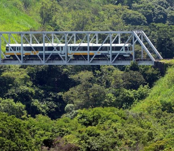 La lluvia sobre los rieles ocasiona que en algunas pendientes el tren pierda tracción, pero no se pudo confirmar la causa. Foto con fines ilustrativos.