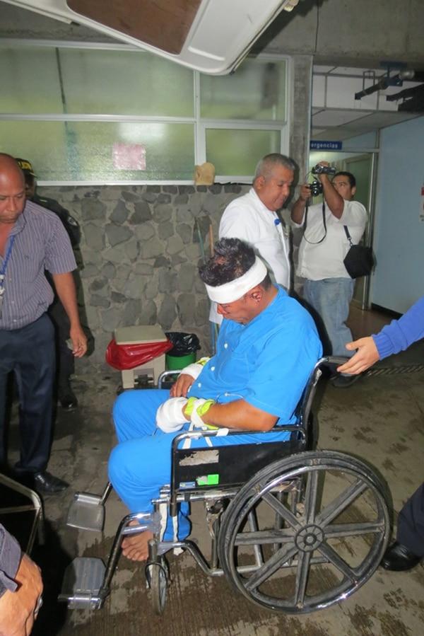 José de Jesús Reyes presenta heridas por golpes luego de ser vapuleado por vecinos. Este hombre fue atrapado dentro del minisúper en Santa Fe de Los Chiles, donde fue asesinado un trabajador. | CARLOS HERNÁNDEZ
