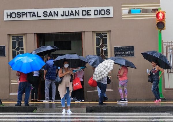 El funcionario que se detectó este martes pertenece al Laboratorio de Química del San Juan de Dios. Fotografía: Rafael Pacheco