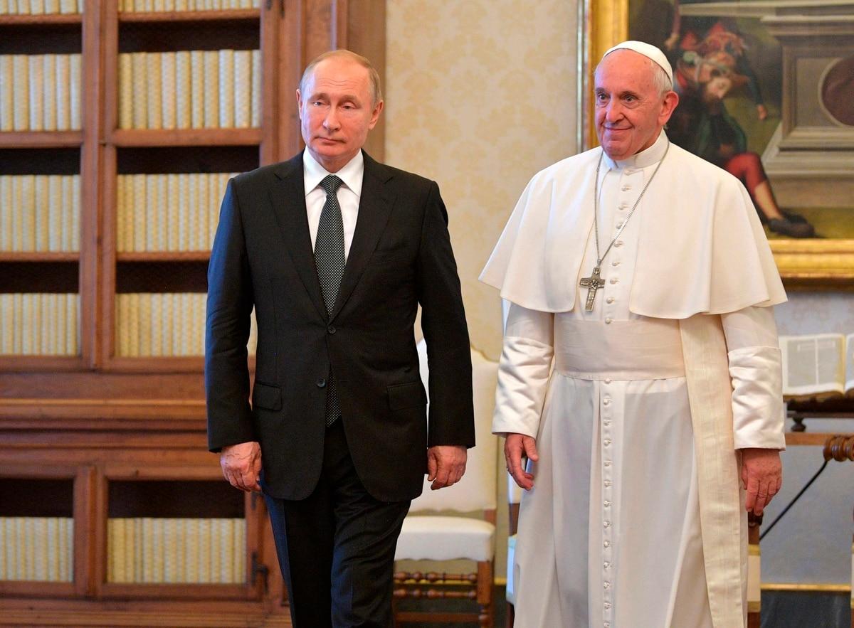 шуточное поздравление от папы римского сидели соседними столиками