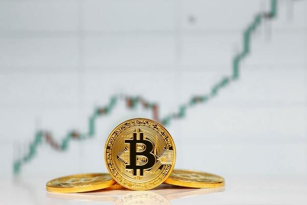 El Bitcoin es una moneda que se puede intercambiar por productos o servicios, al igual que el Colón en Costa Rica, el Euro en Europa o el oro virtual en World of Warcraft.