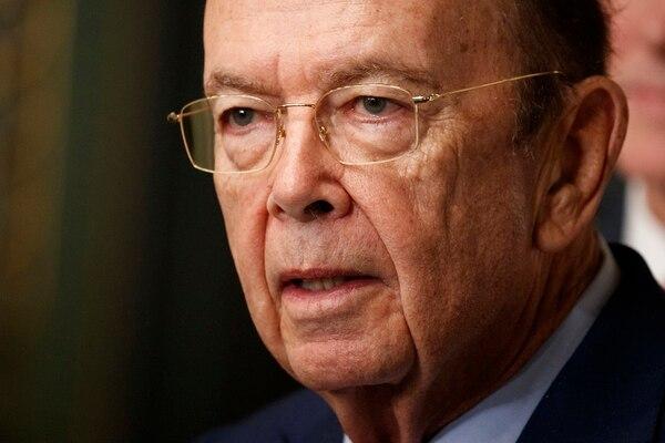 El secretario de Comercio de Estados Unidos Wilbur Ross mantuvo vínculos de negocios con una empresa de transporte marítimo vinculada estrechamente a un oligarca ruso y a un yerno de Vladimir Putin. / AP