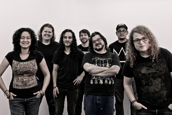 Aporte. Los siete músicos de Efecto Eterno influyeron en los géneros presentes en el disco. Cortesía Deybid Brenes