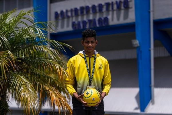 Enmanuel Rugama cursa el décimo año en su colegio y disputa por primera ocasión los Juegos Deportivos Nacionales. Fotografía José Cordero