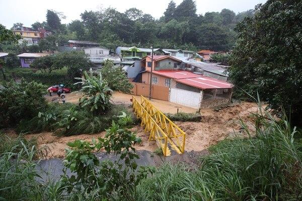 La tormenta Nate causó daños en carreteras, viviendas e incluso muertes en noviembre de 2010. Aquí, deslizamiento afectó vivienda en Lourdes de Aserrí. Fotografía: Graciela Solis