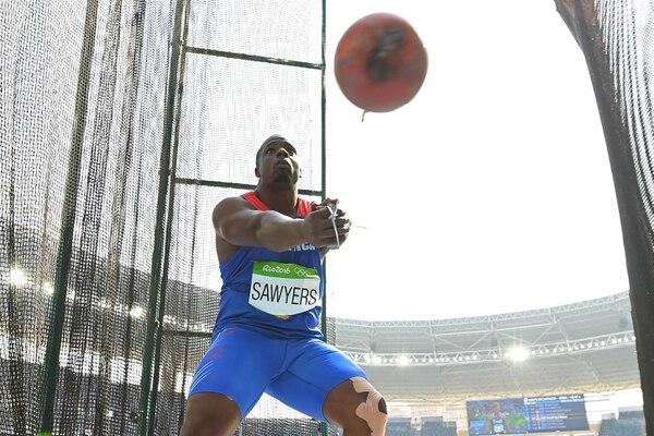 Roberto Sawyers durante su lanzamiento de martillo en los Juegos Olímpicos 2016.