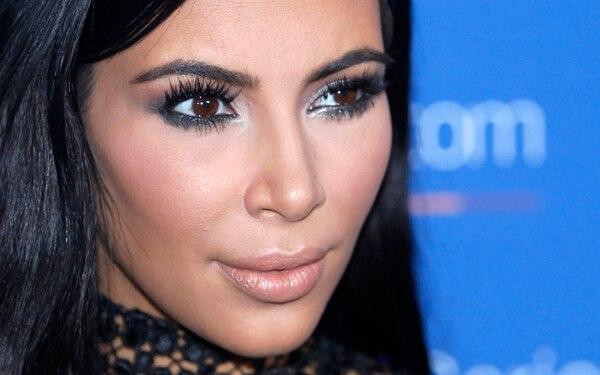 Kim Kardashian fue amenazada por cinco sujetos en una residencia de lujo en París.