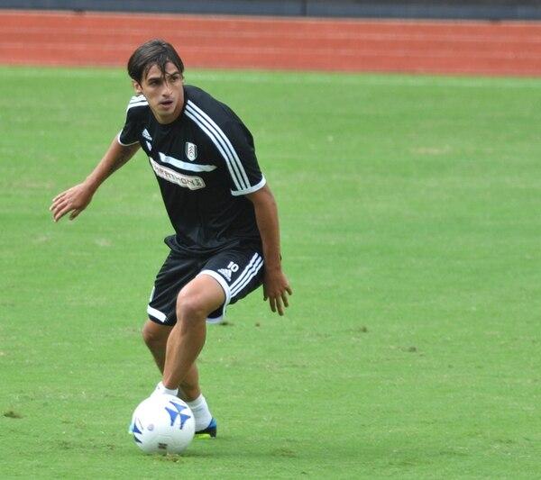 Ruiz pertenece al Fulham de Segunda Divisón de Inglaterra. | ARCHIVO