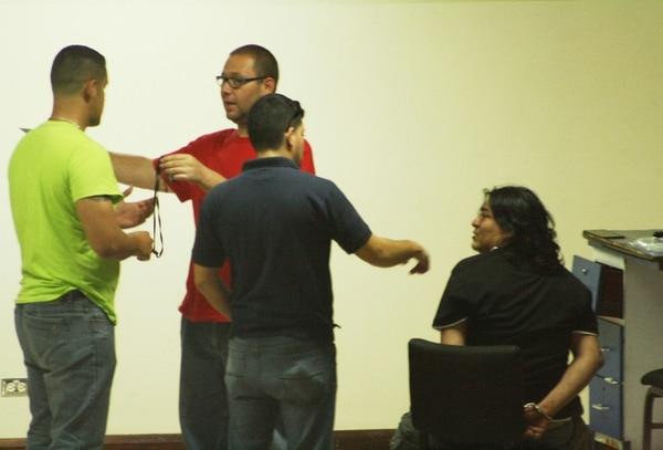 Juan Carlos Obando, sentado, fue detenido el sábado. | REINER MONTERO