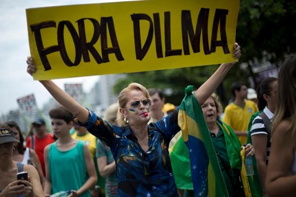 Marcha (13 de diciembre) por la destitución de Rousseff.   AP