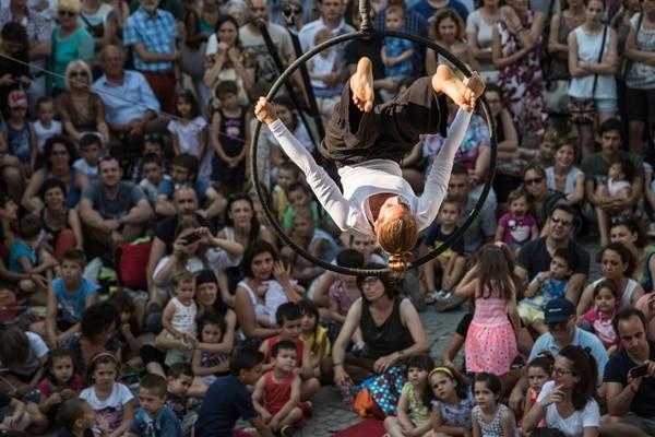 Naufragata de los italianos Circo Zoé traerá acrobacias. Cortesía Andrea Macchia.