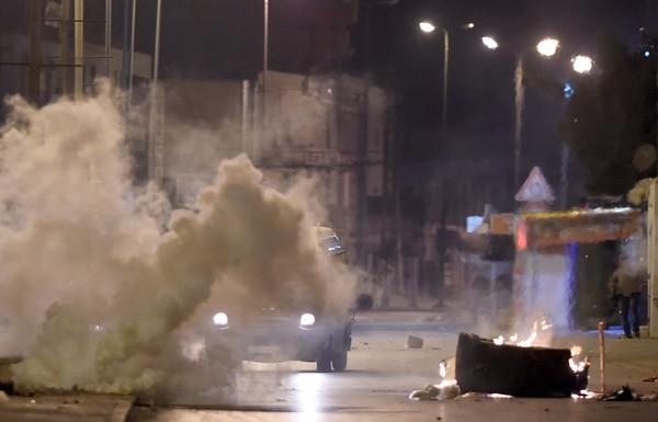 La violencia golpea Túnez en una tercera noche de protestas