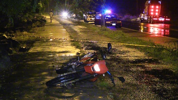 Dos hombres que trataron de robarse esta moto son sospechosos de asesinar a su dueño, de 21 años, cuando departía con su novia en Caldera. El OIJ ya detuvo a uno.