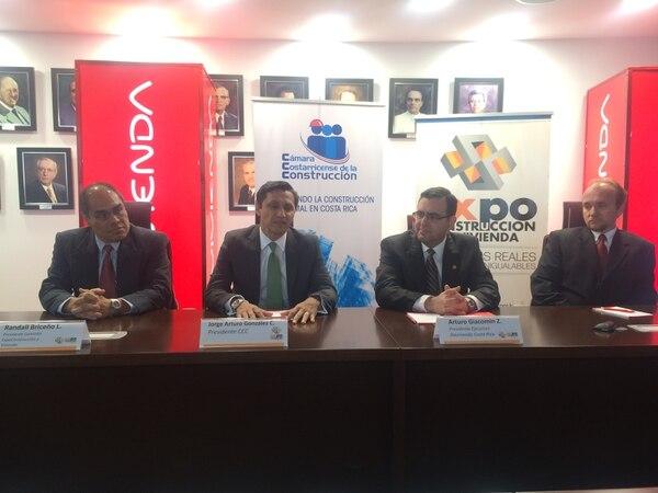 Randal Briceño, presidente de la Comisión Expocostrucción y Vivienda 2016 (izquierda), explicó que la feria tendrá la participación de 210 empresas este año